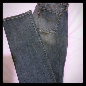 Levi's jeans /Demi curve /medium rise/straight